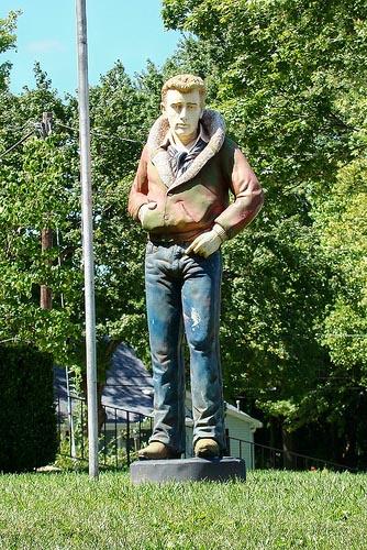 James Dean Gallery Statue
